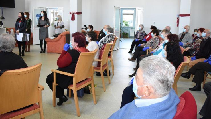 Ziua Femeii, marcată la centrul de zi pentru vârstnici