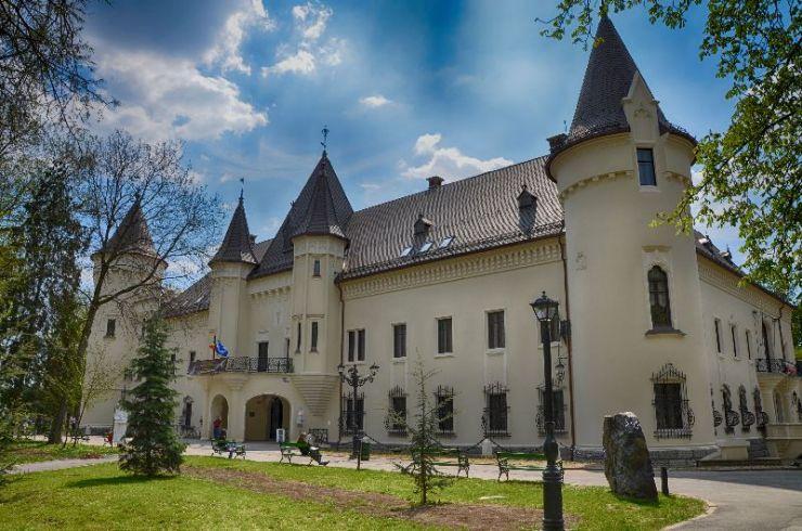 Se deschide Castelul Károlyi. Vizitatorii vor trebui să respecte condițiile de distanțare socială