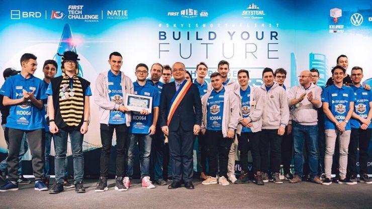Liceenii sătmăreni de la B-RoboTeam, în finala pe țară a competiției FIRST® Tech Challenge România