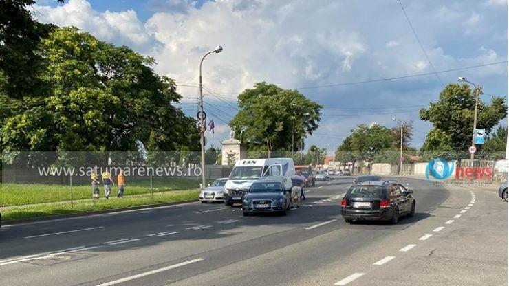 FOTO | Accident pe Drumul Botizului. Traficul, îngreunat