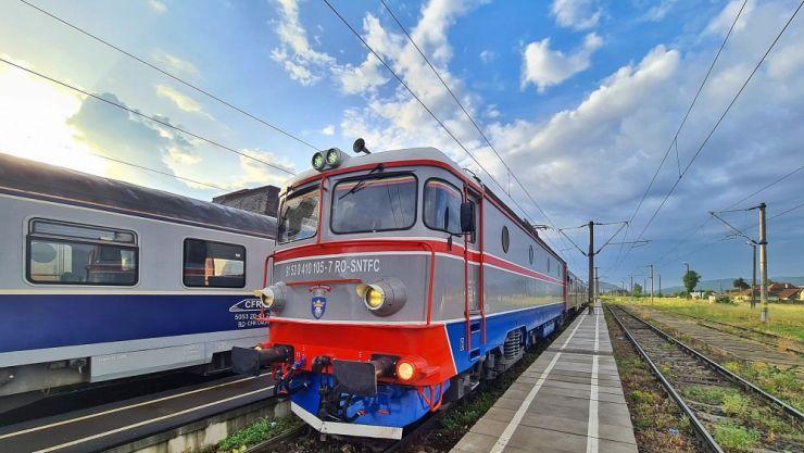 În weekend începe programul estival de transport Trenurile Soarelui