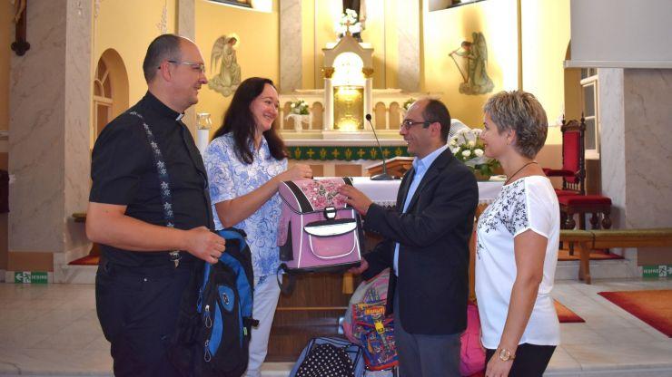 Mulțumită campaniei Caritas, 82 de copii vor primi ghiozdane gratuite