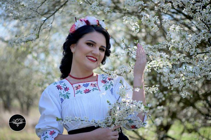 Andrada Bârsăuan, invită sătmărenii la un spectacol inedit de muzică populară