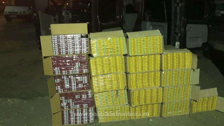 Peste 11.500 pachete țigări de contrabandă descoperite într-un microbuz