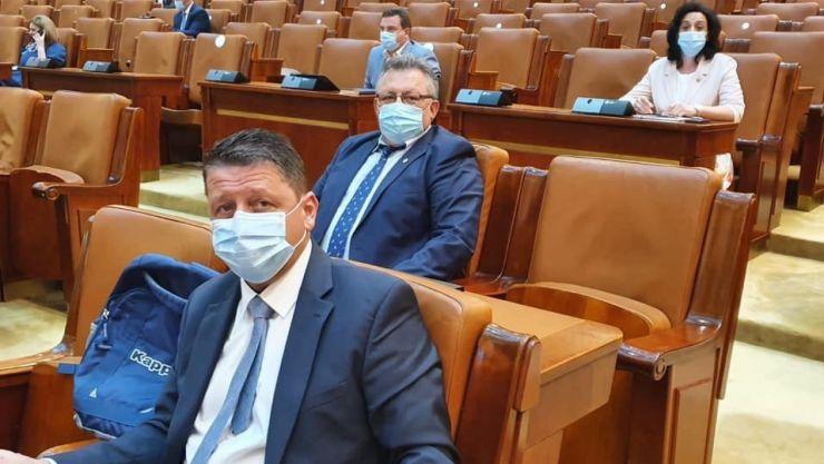 Proiectul de lege inițiat de Romeo Nicoară merge la promulgare. Condamnații definitiv pentru corupție nu vor mai beneficia de pensii speciale