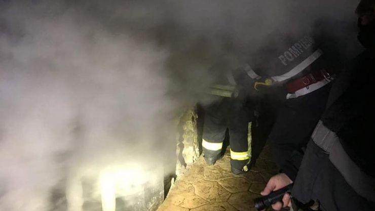 Incendiu la subsolul unei case din municipiul Satu Mare