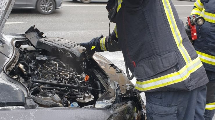 Autoturism cuprins de flăcări, pe Drumul Careiului