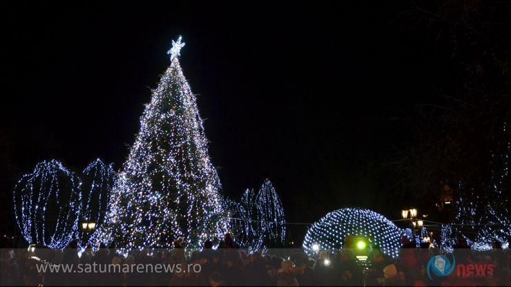 Spectacol de lumini. S-a deschis târgul de Crăciun la Satu Mare