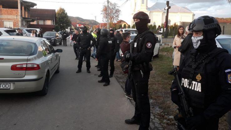 Aglomerare de votanți în Bixad. A fost suplimentat numărul forțelor de ordine