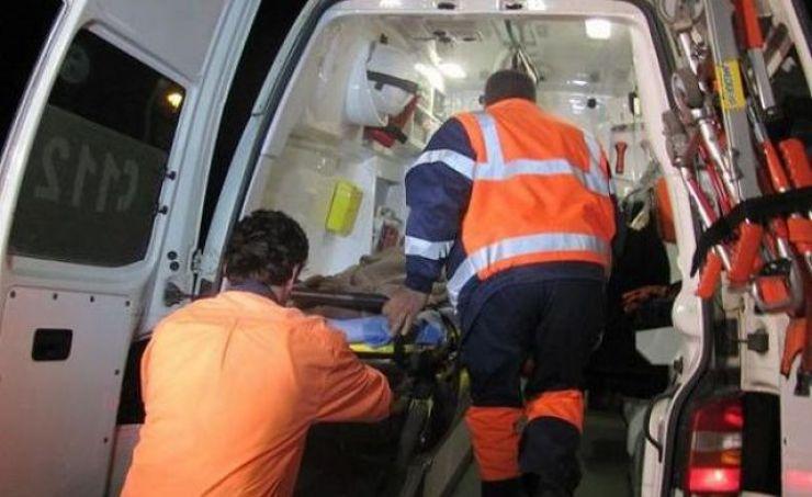 Bătrână lovită de un motociclist lângă Spitalul Judeţean