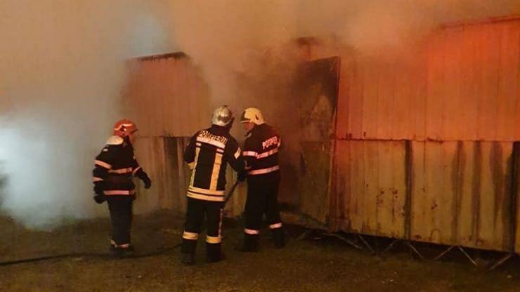 FOTO | Incendiu la un container situat pe Drumul Careiului