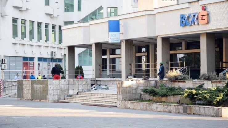 """După un an de """"tratative"""", BCR își reabilitează fațada clădirii"""