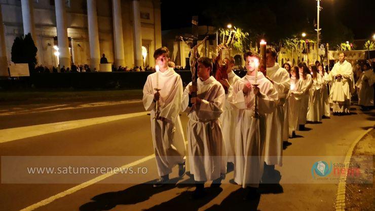 Noaptea Învierii. Credincioşii catolici din Satu Mare participă, în această noapte, la Slujba de Înviere