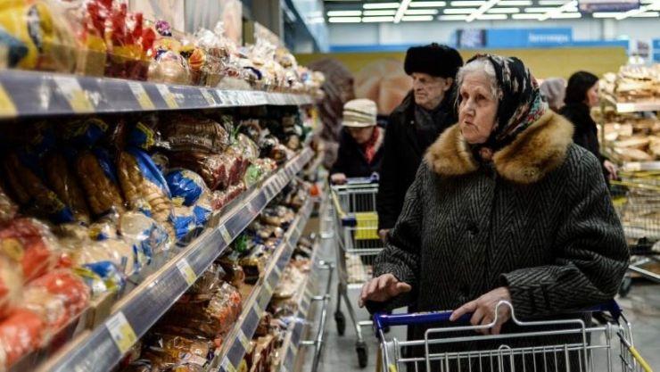 Șase magazine din Micula, amendate pentru că vindeau produse expirate