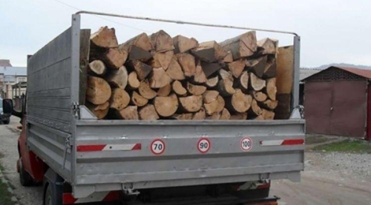 Prins transportând ilegal lemne prin centrul Tășnadului