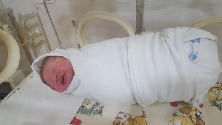 Primul copil născut în clinica privată Gynoprax din Satu Mare în anul 2016 este o fetiță
