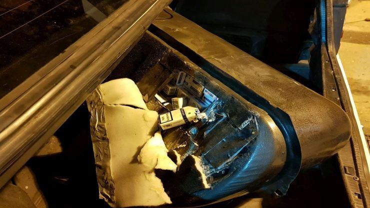 Ţigări ascunse în rezervorul unui autoturism, confiscate în Vama Halmeu