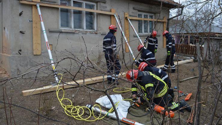 Exercițiu | Alunecare de teren, incendiu și persoane evacuate, în Babța