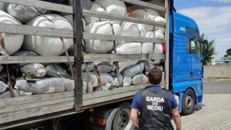 Transport cu deșeuri din Anglia și țări UE, oprit în Vama Petea