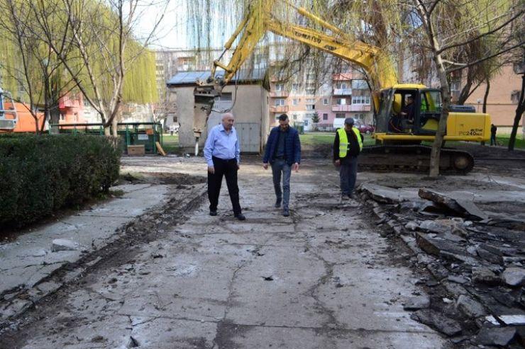 Primăria Satu Mare a început lucrările de amenajare a parcărilor din Micro 17