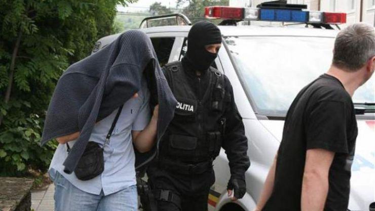Sătmărean căutat internaţional pentru infracţiuni informatice, prins