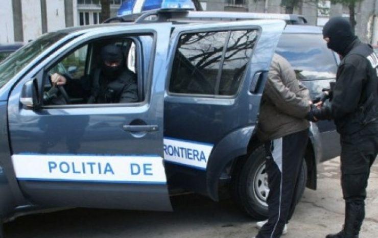 Căutat de autoritățile române pentru infracţiuni la regimul circulației, oprit în vama Petea