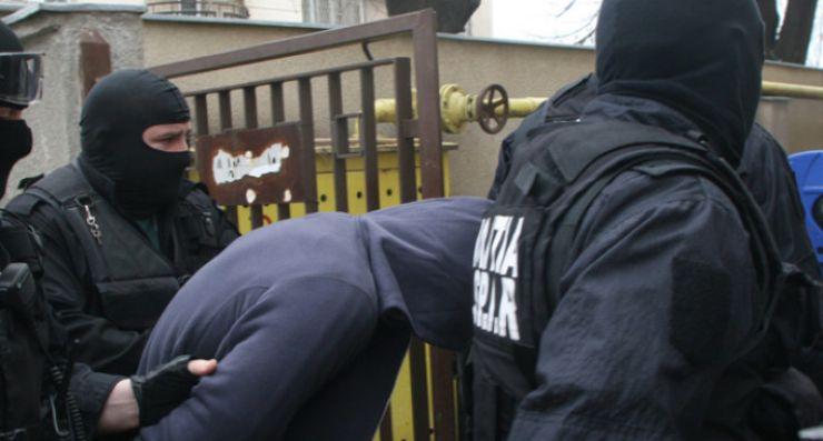 Bărbat condamnat la închisoare pentru infracțiuni la regimul circulației