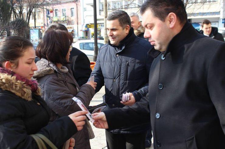 Reprezentanţii PSD Satu Mare au oferit, de 1 martie, mărţişoare