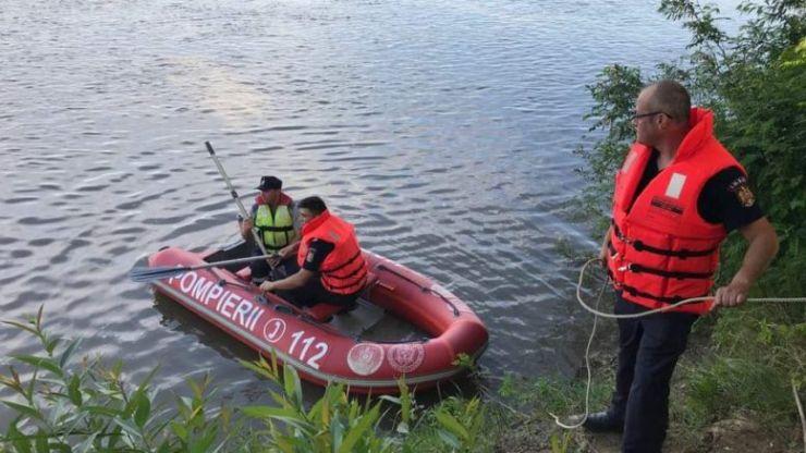 Trupul copilului înecat nu a fost găsit. Pompierii reiau căutările mâine