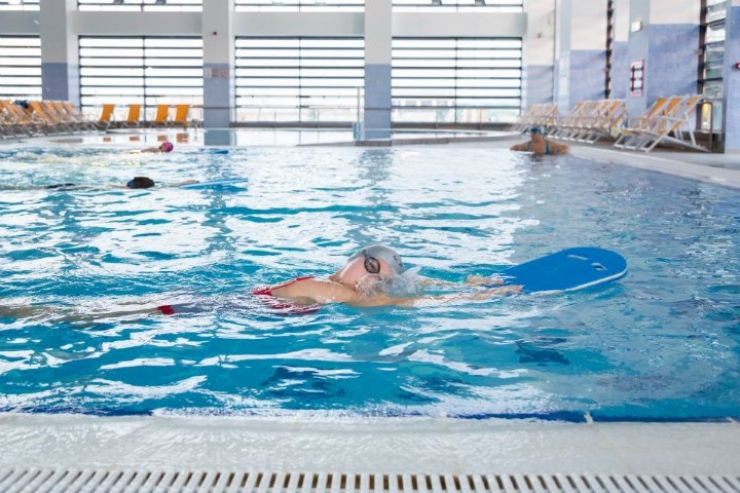 În cât timp învăț să înot? Sfaturile instructorilor