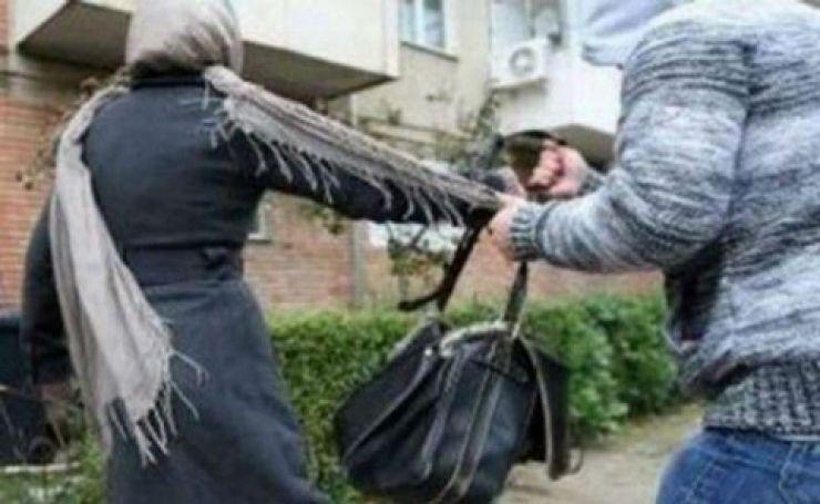 Tânără agresată și tâlhărită pe o stradă din Moftinu Mare