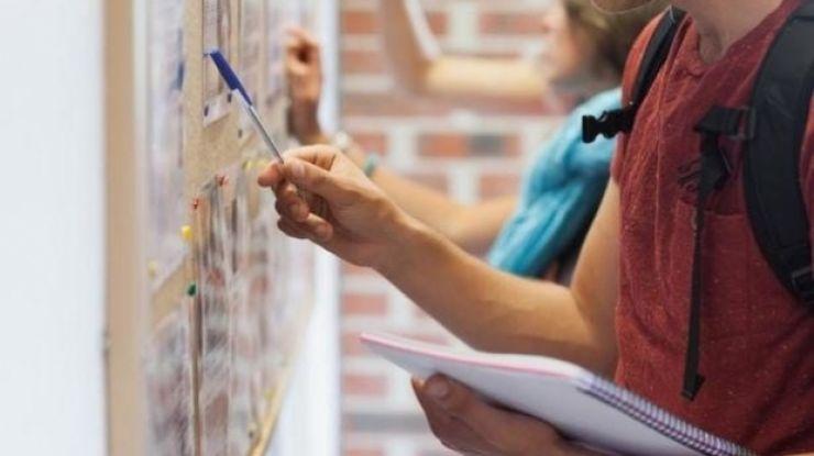 Absolvenţii clasei a VIII-a află azi în ce liceu vor învăţa din clasa a IX-a, după prima repartizare computerizată