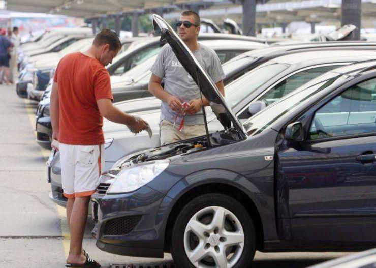 Evaziune fiscală cu autoturisme Skoda. Prejudiciu de peste 124.000 lei