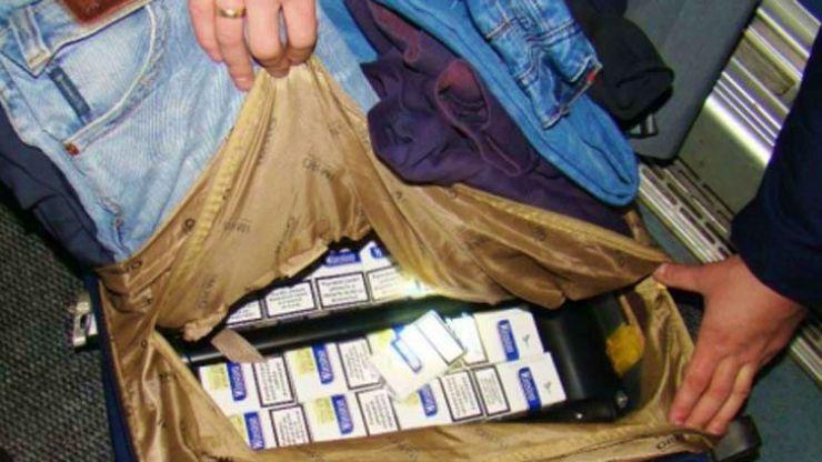 Tânăr (24 ani) prins cu doi saci plini cu țigări de contrabandă în Odoreu
