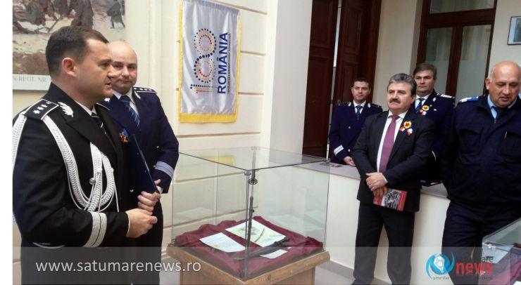 Expoziție de arme, decorații, obiecte de uz militar, cărți și fotografii, la sediul IPJ Satu Mare