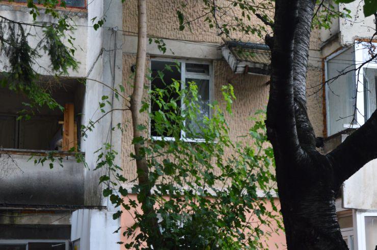Careianul care fura din locuințe, intrând noaptea pe geamurile lăsate deschise, a fost prins