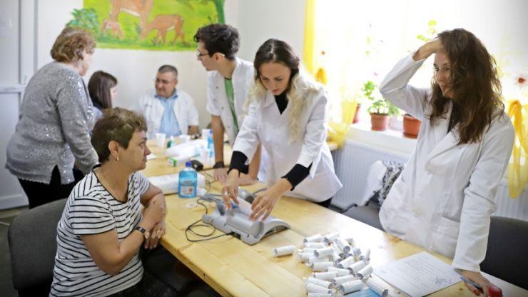 """Testări gratuite pentru depistarea cancerului de sân, la Botiz și la Amați – Caravana """"Nu am făcut destul"""" ajunge în Satu Mare"""