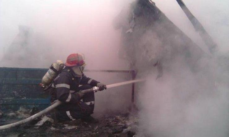 O casă a ars din temelii! Focul a fost pus intenționat de persoane necunoscute
