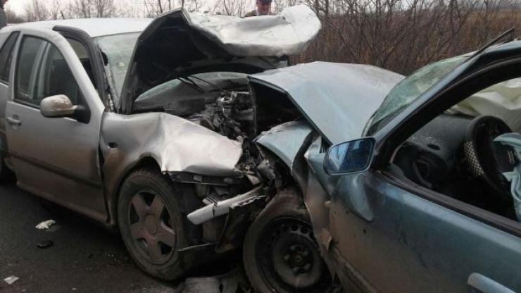 Trei sătmăreni, implicați într-un accident în Diosig. O fetiță de 8 ani și un bărbat au ajuns la spital