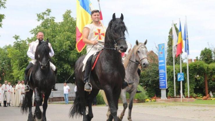 Omul politic, Adrian Cozma, va merge la Alba Iulia călare pe cal