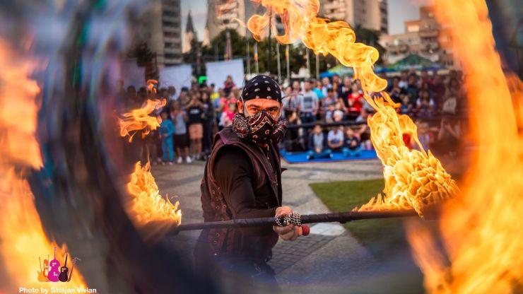 Marele premiu StreetMusic Festival, câștigat de jonglerul australian al focului din Estonia