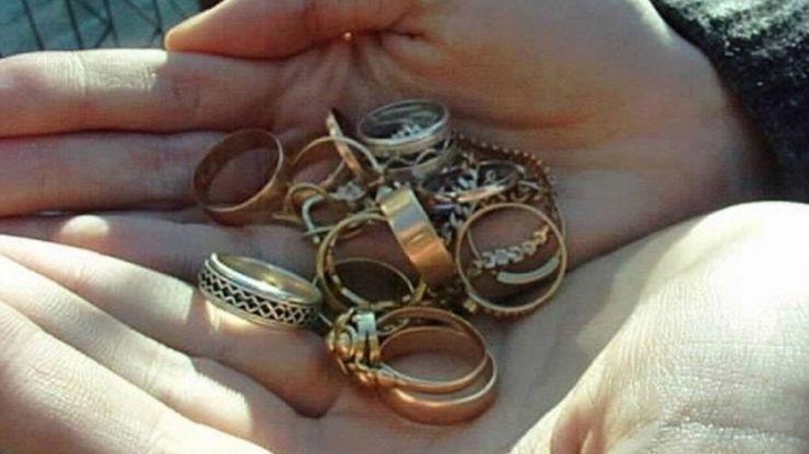 Lovitură de 1.000 lei | A furat bijuterii din aur, dintr-o locuință din Tășnad