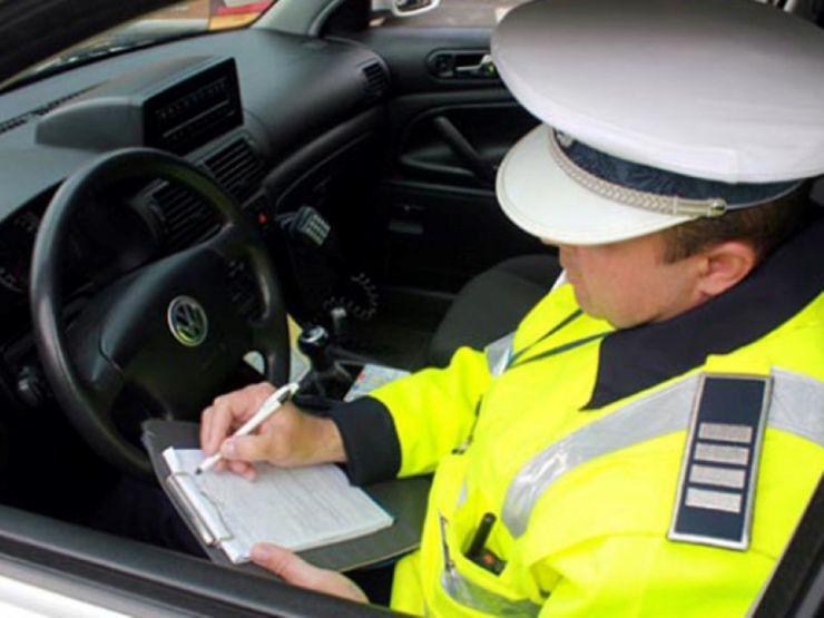 Amenzi de peste 25.000 de lei aplicate ieri de poliţişti participanţilor la trafic