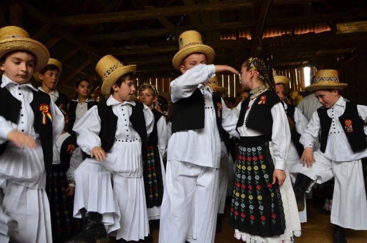 """""""Danțu' la șură"""" din Soconzel, la cea de-a IX-a ediție"""