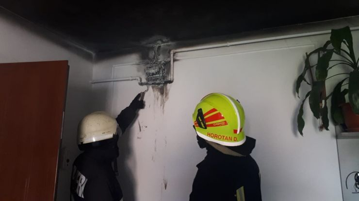 Incendiu într-un bloc din Micro 16