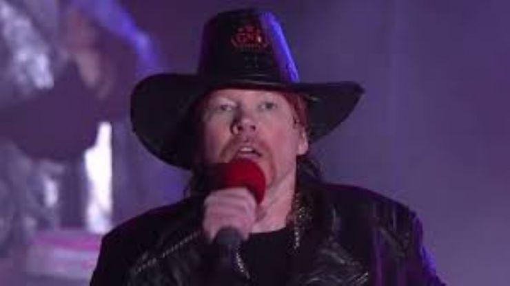 Axl Rose este noul solist al grupului rock AC/DC