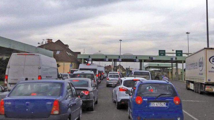 Punctele de trecere a frontierei sătmărene, intens tranzitate în weekend