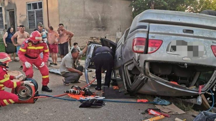 Accident în Valea Seacă. O persoană a rămas încarcerată