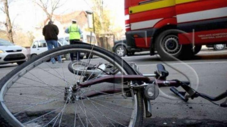Biciclist lovit de o mașină pe pista de biciclete de lângă Shopping City Satu Mare