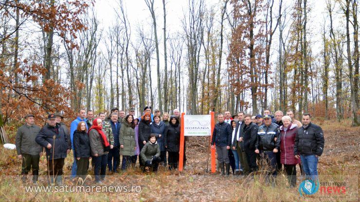 FOTO | 100 de stejari plantați la Săcășeni pentru marcarea Centenarului Marii Uniri